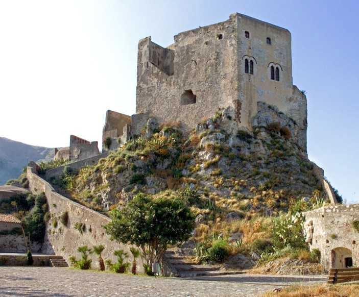Il Castello Rufo Ruffo - Scaletta Zanclea Messina